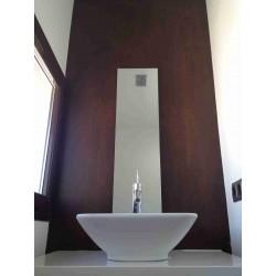 Decoración en pared de baño con chapa de 2mm