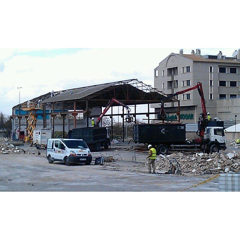 Demolición almacén de hierros